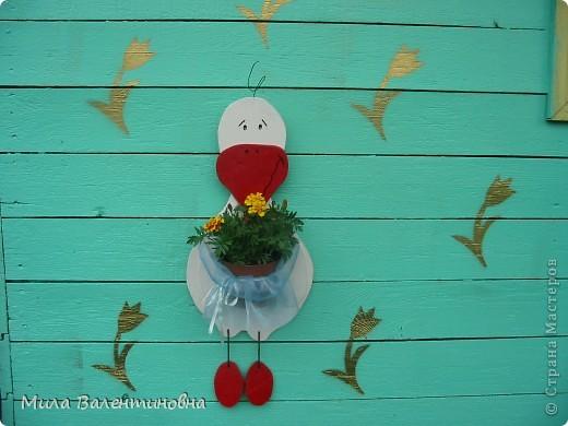 Хочу познакомить Вас, с небольшой частью своих садовых поделок.  Много идей не моих, черпаю из журналов и инета.Лебеди из пленки. Идея не моя Светланы Антаковой, у нее есть МК. фото 13