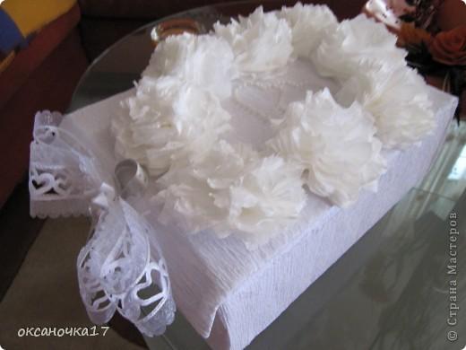 4 комментария.  Бумага гофрированная.  Техника. вот решила сделать коробочку для бокалов.цветочки делала из салфеток.