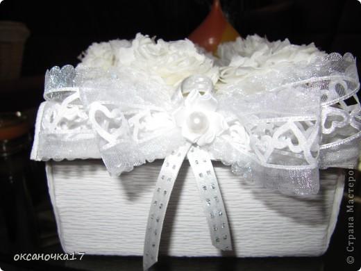 вот решила сделать коробочку для бокалов.цветочки делала из салфеток. фото 2
