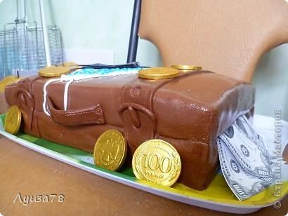 Этот тортик делался в день рождения папули. Долго размышляла в виде чего бы тортик ему сделать, да и самой хотелось попробовать что-то новенькое , в виде чего я не делала. И вот я решила подарить ему чемодан денег. фото 2