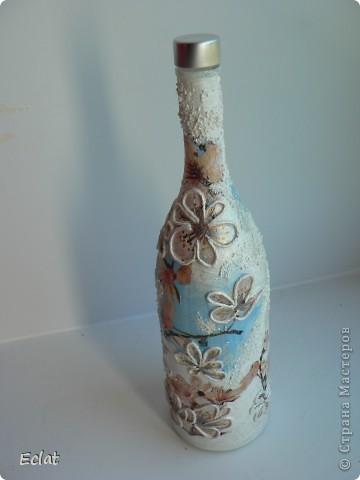 Как из плохого сделать хорошее (в оригинале была водочная бутылка). Но на стекле изображены журавли. А журавлик ассоциируется с Японией, значит с сакурой. Вот что получилось. фото 2