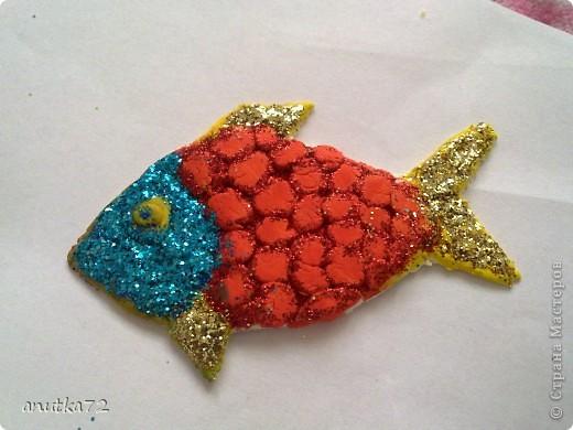Семейство рыб. Начались каникулы и старший воспитатель решил осуществить свою заветную мечту - сделать комнату как аквариум... и вот что получилось... ( вылеплены рыбки из быстросохнущей на воздухе  массы) фото 3