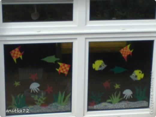 Семейство рыб. Начались каникулы и старший воспитатель решил осуществить свою заветную мечту - сделать комнату как аквариум... и вот что получилось... ( вылеплены рыбки из быстросохнущей на воздухе  массы) фото 8