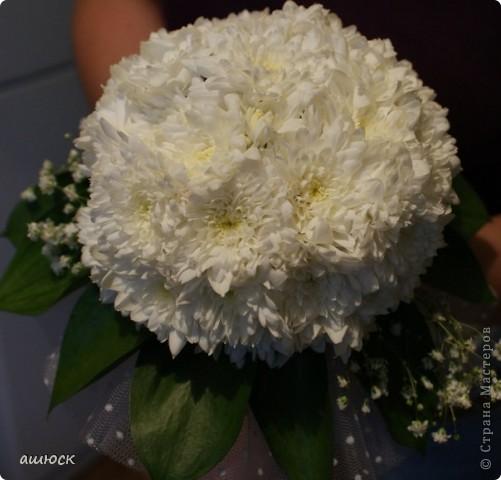 Букет невесты (хризантемы, рускус, гипсофила, портбукет) фото 4