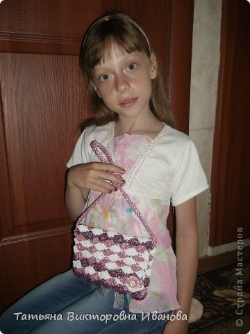 Доброго дня суток всем жителям страны мастеров! И вновь я представляю вашему вниманию свою новую коллекцию сумок из полиэтиленовых пакетов. Итак, начнём! Это сумочка-клатч, связанная из белых полиэтиленовых пакетов.   фото 6