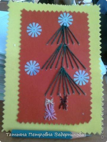 В 3 классе дети занялись изонитью. К каждому празднику они готовили открытки в этой технике. Сначала делали по предложенному эскизу, а затем начали рисовать сами. Работают увлечённо все ребята: и девочки, и мальчики. фото 2