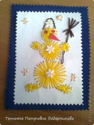 В 3 классе дети занялись изонитью. К каждому празднику они готовили открытки в этой технике. Сначала делали по предложенному эскизу, а затем начали рисовать сами. Работают увлечённо все ребята: и девочки, и мальчики. фото 4