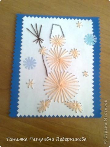 В 3 классе дети занялись изонитью. К каждому празднику они готовили открытки в этой технике. Сначала делали по предложенному эскизу, а затем начали рисовать сами. Работают увлечённо все ребята: и девочки, и мальчики. фото 3