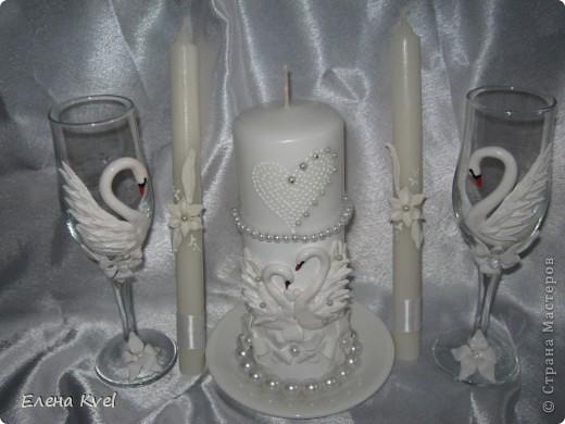 """Весь свадебный набор в сборе) Свадебные бокалы """"Лебеди"""" и семейный очаг. Невеста захотела лебедей, а я очень люблю их лепить... фото 1"""