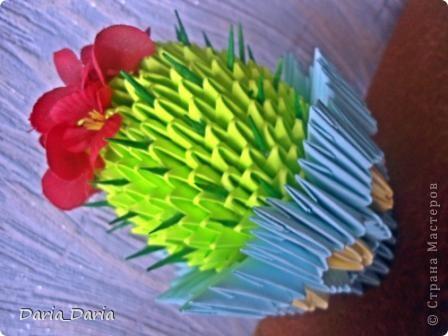 МК нашла тут http://vk.com/album-6238001_107087462 и начала делать...цветочек мне сразу не понравился...какой-то он не такой...хотя может это мне так показалось и я приклеила другие цветочки... фото 2
