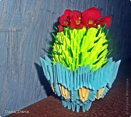 МК нашла тут http://vk.com/album-6238001_107087462 и начала делать...цветочек мне сразу не понравился...какой-то он не такой...хотя может это мне так показалось и я приклеила другие цветочки... фото 1