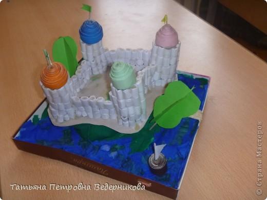 В начале учебного года мы изучали архитектуру разных эпох.  В результате появились такие работы. фото 5