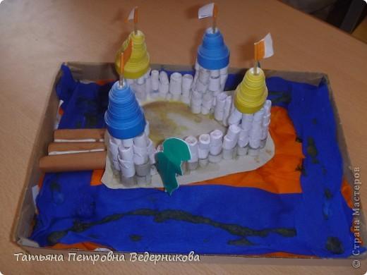 В начале учебного года мы изучали архитектуру разных эпох.  В результате появились такие работы. фото 6