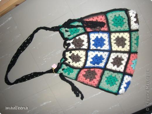 когда то я вязала покрывало из квадратиков и вот из остатков решила сделать 2 сумочки. фото 1