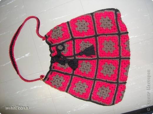 когда то я вязала покрывало из квадратиков и вот из остатков решила сделать 2 сумочки. фото 2