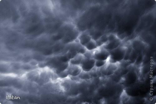 """Всем приветики!!!  Я сегодня с громом и молниями!!!  По Польше во вторник 3 июля 2012 года прошли страшные престрашные грозы, мощный порывистый ветер и даже торнадо!!!!  Было страшнооооо!!!  А еще с неба падали """"куринные яйца"""" в смысле град величиной с куринное яйцо!!!  В данном фоторепортаже есть ВСЕГО НЕСКОЛЬКО МОИХ ФОТОК, ОСТАЛЬНЫЕ СОБРАНЫ С ИНТЕРНЕТА со страниц польских новостей для того, чтобы Вы могли понять, что тут творилосььььььььь!!!!  фото 4"""