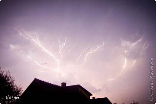 """Всем приветики!!!  Я сегодня с громом и молниями!!!  По Польше во вторник 3 июля 2012 года прошли страшные престрашные грозы, мощный порывистый ветер и даже торнадо!!!!  Было страшнооооо!!!  А еще с неба падали """"куринные яйца"""" в смысле град величиной с куринное яйцо!!!  В данном фоторепортаже есть ВСЕГО НЕСКОЛЬКО МОИХ ФОТОК, ОСТАЛЬНЫЕ СОБРАНЫ С ИНТЕРНЕТА со страниц польских новостей для того, чтобы Вы могли понять, что тут творилосььььььььь!!!!  фото 2"""