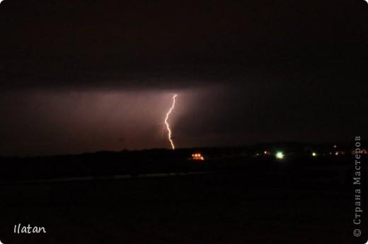 """Всем приветики!!!  Я сегодня с громом и молниями!!!  По Польше во вторник 3 июля 2012 года прошли страшные престрашные грозы, мощный порывистый ветер и даже торнадо!!!!  Было страшнооооо!!!  А еще с неба падали """"куринные яйца"""" в смысле град величиной с куринное яйцо!!!  В данном фоторепортаже есть ВСЕГО НЕСКОЛЬКО МОИХ ФОТОК, ОСТАЛЬНЫЕ СОБРАНЫ С ИНТЕРНЕТА со страниц польских новостей для того, чтобы Вы могли понять, что тут творилосььььььььь!!!!  фото 3"""