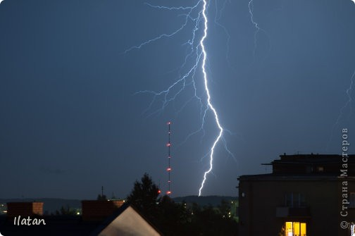 """Всем приветики!!!  Я сегодня с громом и молниями!!!  По Польше во вторник 3 июля 2012 года прошли страшные престрашные грозы, мощный порывистый ветер и даже торнадо!!!!  Было страшнооооо!!!  А еще с неба падали """"куринные яйца"""" в смысле град величиной с куринное яйцо!!!  В данном фоторепортаже есть ВСЕГО НЕСКОЛЬКО МОИХ ФОТОК, ОСТАЛЬНЫЕ СОБРАНЫ С ИНТЕРНЕТА со страниц польских новостей для того, чтобы Вы могли понять, что тут творилосььььььььь!!!!  фото 8"""
