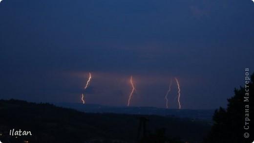 """Всем приветики!!!  Я сегодня с громом и молниями!!!  По Польше во вторник 3 июля 2012 года прошли страшные престрашные грозы, мощный порывистый ветер и даже торнадо!!!!  Было страшнооооо!!!  А еще с неба падали """"куринные яйца"""" в смысле град величиной с куринное яйцо!!!  В данном фоторепортаже есть ВСЕГО НЕСКОЛЬКО МОИХ ФОТОК, ОСТАЛЬНЫЕ СОБРАНЫ С ИНТЕРНЕТА со страниц польских новостей для того, чтобы Вы могли понять, что тут творилосььььььььь!!!!  фото 9"""