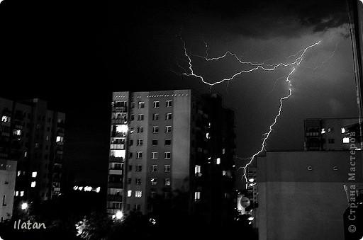 """Всем приветики!!!  Я сегодня с громом и молниями!!!  По Польше во вторник 3 июля 2012 года прошли страшные престрашные грозы, мощный порывистый ветер и даже торнадо!!!!  Было страшнооооо!!!  А еще с неба падали """"куринные яйца"""" в смысле град величиной с куринное яйцо!!!  В данном фоторепортаже есть ВСЕГО НЕСКОЛЬКО МОИХ ФОТОК, ОСТАЛЬНЫЕ СОБРАНЫ С ИНТЕРНЕТА со страниц польских новостей для того, чтобы Вы могли понять, что тут творилосььььььььь!!!!  фото 10"""