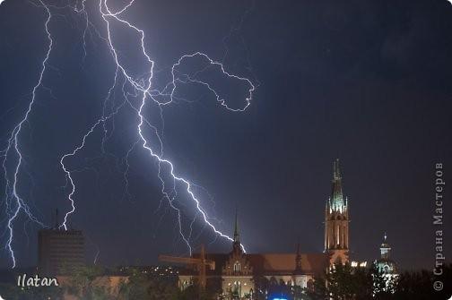 """Всем приветики!!!  Я сегодня с громом и молниями!!!  По Польше во вторник 3 июля 2012 года прошли страшные престрашные грозы, мощный порывистый ветер и даже торнадо!!!!  Было страшнооооо!!!  А еще с неба падали """"куринные яйца"""" в смысле град величиной с куринное яйцо!!!  В данном фоторепортаже есть ВСЕГО НЕСКОЛЬКО МОИХ ФОТОК, ОСТАЛЬНЫЕ СОБРАНЫ С ИНТЕРНЕТА со страниц польских новостей для того, чтобы Вы могли понять, что тут творилосььььььььь!!!!  фото 13"""