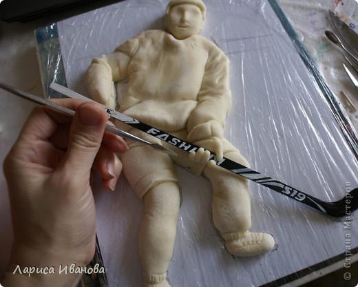 Для любителей хоккея выкладываю МК по лепке хоккеистов. Давно уже лепила, все никак не могла загрузить сюда фото, вот наконец-то нашла время))) Размер картины 20х30 см. фото 16