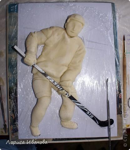 Для любителей хоккея выкладываю МК по лепке хоккеистов. Давно уже лепила, все никак не могла загрузить сюда фото, вот наконец-то нашла время))) Размер картины 20х30 см. фото 19