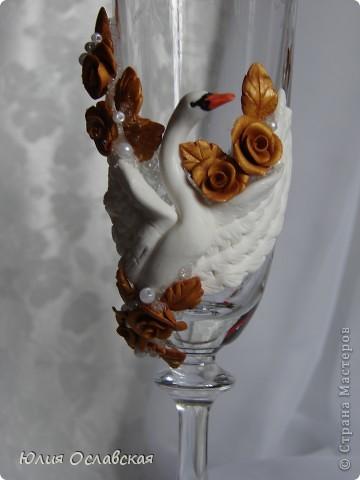 Всем здравствуйте! Заказали мне сделать пару лебедей на вот такие бокальчики. Пришлось, конечно постараться, что бы лепка гармонично вписалась и смотрелась органично с орнаментом на бокале. А вдохновили меня лебеди Саровочки http://stranamasterov.ru/node/196979 Юлечка, спасибо за вдохновение!  фото 2