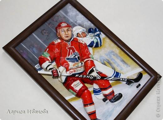 Для любителей хоккея выкладываю МК по лепке хоккеистов. Давно уже лепила, все никак не могла загрузить сюда фото, вот наконец-то нашла время))) Размер картины 20х30 см. фото 20
