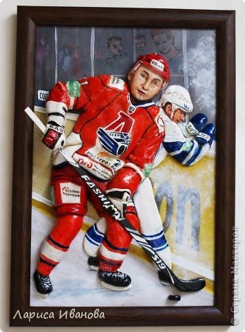 Для любителей хоккея выкладываю МК по лепке хоккеистов. Давно уже лепила, все никак не могла загрузить сюда фото, вот наконец-то нашла время))) Размер картины 20х30 см. фото 1