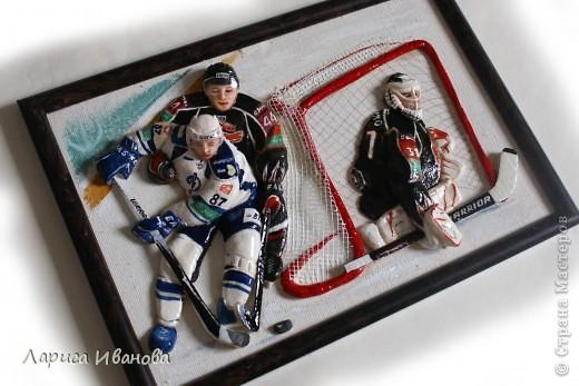 Для любителей хоккея выкладываю МК по лепке хоккеистов. Давно уже лепила, все никак не могла загрузить сюда фото, вот наконец-то нашла время))) Размер картины 20х30 см. фото 22