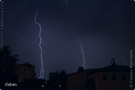 """Всем приветики!!!  Я сегодня с громом и молниями!!!  По Польше во вторник 3 июля 2012 года прошли страшные престрашные грозы, мощный порывистый ветер и даже торнадо!!!!  Было страшнооооо!!!  А еще с неба падали """"куринные яйца"""" в смысле град величиной с куринное яйцо!!!  В данном фоторепортаже есть ВСЕГО НЕСКОЛЬКО МОИХ ФОТОК, ОСТАЛЬНЫЕ СОБРАНЫ С ИНТЕРНЕТА со страниц польских новостей для того, чтобы Вы могли понять, что тут творилосььььььььь!!!!  фото 14"""