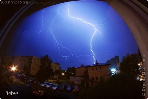 """Всем приветики!!!  Я сегодня с громом и молниями!!!  По Польше во вторник 3 июля 2012 года прошли страшные престрашные грозы, мощный порывистый ветер и даже торнадо!!!!  Было страшнооооо!!!  А еще с неба падали """"куринные яйца"""" в смысле град величиной с куринное яйцо!!!  В данном фоторепортаже есть ВСЕГО НЕСКОЛЬКО МОИХ ФОТОК, ОСТАЛЬНЫЕ СОБРАНЫ С ИНТЕРНЕТА со страниц польских новостей для того, чтобы Вы могли понять, что тут творилосььььььььь!!!!  фото 16"""