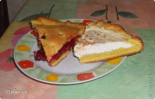 Предлагаю испечь вкусненький пирог, который готовится очень просто и можно разнообразить его любыми начинками у меня оказались вишенки и творог фото 1