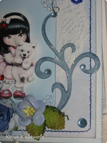 Добрый день!  Попросили меня срочно сделать две открыточки для девочки, которой на днях будет 10 лет, поэтому отложила приготовление подарков для своей Дашеньки и приступила к открыточкам для Сашеньки (так зовут девочку). В пожеланиях к открыточкам было следующее: одна голубая, другая розовая, изображение куколки, подобной которую я использовала в этой открытке http://stranamasterov.ru/node/370596, но только что бы была она в 3D и много-много цветов. Вот за вчерашний вечер родилась первая открыточка - голубая. Все, что просили, все есть: цветы, куколка, даже красивая стрекоза из бисера прилетела. За эту стрекозу хочу отдельно сказать спасибо Марине ШМыГе, эту красоту сотворила она и еще давно прислала мне, СПАСИБО Мариш!!! фото 2