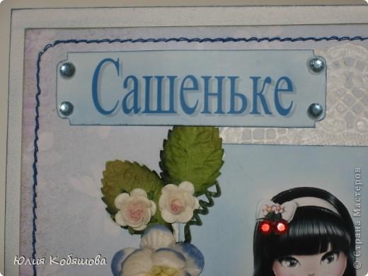 Добрый день!  Попросили меня срочно сделать две открыточки для девочки, которой на днях будет 10 лет, поэтому отложила приготовление подарков для своей Дашеньки и приступила к открыточкам для Сашеньки (так зовут девочку). В пожеланиях к открыточкам было следующее: одна голубая, другая розовая, изображение куколки, подобной которую я использовала в этой открытке http://stranamasterov.ru/node/370596, но только что бы была она в 3D и много-много цветов. Вот за вчерашний вечер родилась первая открыточка - голубая. Все, что просили, все есть: цветы, куколка, даже красивая стрекоза из бисера прилетела. За эту стрекозу хочу отдельно сказать спасибо Марине ШМыГе, эту красоту сотворила она и еще давно прислала мне, СПАСИБО Мариш!!! фото 3