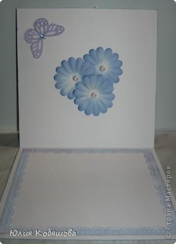 Добрый день!  Попросили меня срочно сделать две открыточки для девочки, которой на днях будет 10 лет, поэтому отложила приготовление подарков для своей Дашеньки и приступила к открыточкам для Сашеньки (так зовут девочку). В пожеланиях к открыточкам было следующее: одна голубая, другая розовая, изображение куколки, подобной которую я использовала в этой открытке http://stranamasterov.ru/node/370596, но только что бы была она в 3D и много-много цветов. Вот за вчерашний вечер родилась первая открыточка - голубая. Все, что просили, все есть: цветы, куколка, даже красивая стрекоза из бисера прилетела. За эту стрекозу хочу отдельно сказать спасибо Марине ШМыГе, эту красоту сотворила она и еще давно прислала мне, СПАСИБО Мариш!!! фото 7