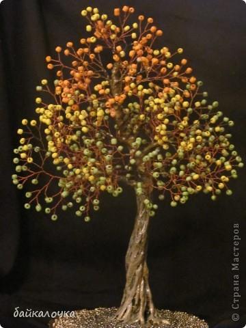 Деревце из бусин фото 1