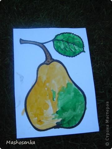 Привет всем!!!Вот мой фоторепортаж с мини выставки рисунков моей младшей сестрёнки Софы!!!Сначала просто я ей  распечатала на а4 раскраски,решили рисовать акварелью!У неё в руках папка! фото 2