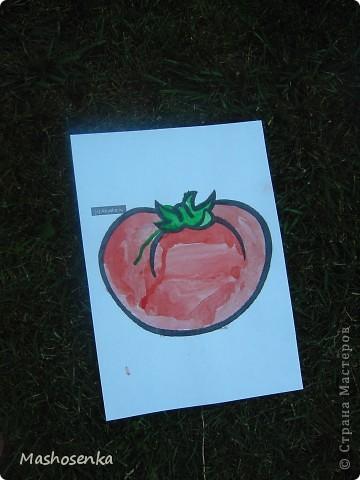 Привет всем!!!Вот мой фоторепортаж с мини выставки рисунков моей младшей сестрёнки Софы!!!Сначала просто я ей  распечатала на а4 раскраски,решили рисовать акварелью!У неё в руках папка! фото 7