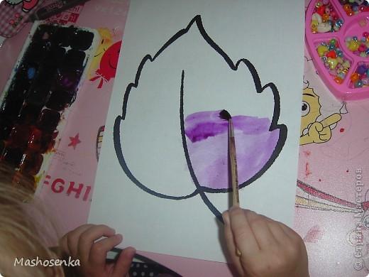 Привет всем!!!Вот мой фоторепортаж с мини выставки рисунков моей младшей сестрёнки Софы!!!Сначала просто я ей  распечатала на а4 раскраски,решили рисовать акварелью!У неё в руках папка! фото 12