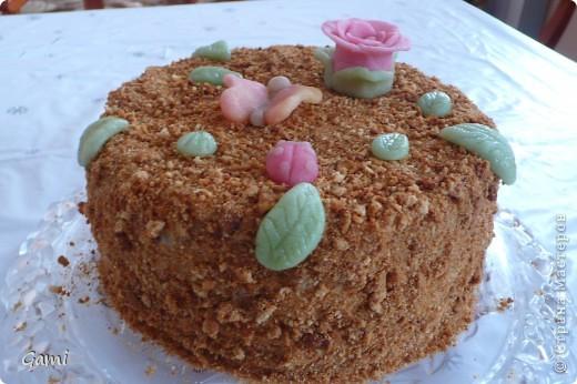 Это самая первая попытка сделать красивый торт. Мастика была покупная марципановая, красители пищевые из пасхальных наборов. \но насыщенных цветов так у меня и не получилось((( фото 1