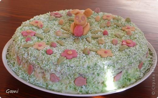 Это самая первая попытка сделать красивый торт. Мастика была покупная марципановая, красители пищевые из пасхальных наборов. \но насыщенных цветов так у меня и не получилось((( фото 2
