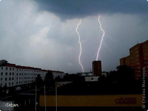 """Всем приветики!!!  Я сегодня с громом и молниями!!!  По Польше во вторник 3 июля 2012 года прошли страшные престрашные грозы, мощный порывистый ветер и даже торнадо!!!!  Было страшнооооо!!!  А еще с неба падали """"куринные яйца"""" в смысле град величиной с куринное яйцо!!!  В данном фоторепортаже есть ВСЕГО НЕСКОЛЬКО МОИХ ФОТОК, ОСТАЛЬНЫЕ СОБРАНЫ С ИНТЕРНЕТА со страниц польских новостей для того, чтобы Вы могли понять, что тут творилосььььььььь!!!!  фото 21"""