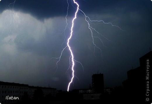 """Всем приветики!!!  Я сегодня с громом и молниями!!!  По Польше во вторник 3 июля 2012 года прошли страшные престрашные грозы, мощный порывистый ветер и даже торнадо!!!!  Было страшнооооо!!!  А еще с неба падали """"куринные яйца"""" в смысле град величиной с куринное яйцо!!!  В данном фоторепортаже есть ВСЕГО НЕСКОЛЬКО МОИХ ФОТОК, ОСТАЛЬНЫЕ СОБРАНЫ С ИНТЕРНЕТА со страниц польских новостей для того, чтобы Вы могли понять, что тут творилосььььььььь!!!!  фото 22"""