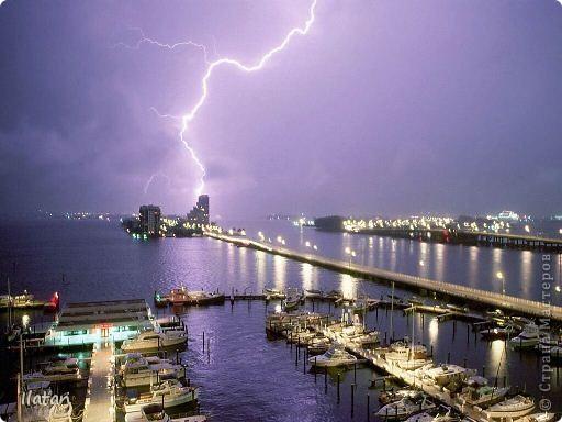 """Всем приветики!!!  Я сегодня с громом и молниями!!!  По Польше во вторник 3 июля 2012 года прошли страшные престрашные грозы, мощный порывистый ветер и даже торнадо!!!!  Было страшнооооо!!!  А еще с неба падали """"куринные яйца"""" в смысле град величиной с куринное яйцо!!!  В данном фоторепортаже есть ВСЕГО НЕСКОЛЬКО МОИХ ФОТОК, ОСТАЛЬНЫЕ СОБРАНЫ С ИНТЕРНЕТА со страниц польских новостей для того, чтобы Вы могли понять, что тут творилосььььььььь!!!!  фото 24"""