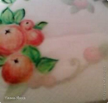 Берем нижний слой от салфетки и кладем его на любой рисунок и начинаем срисовывать.Рисунок просвечивает через салфетку и можно, не имея опыта в рисовании, наводить штрихи маслен.пастелью. фото 1