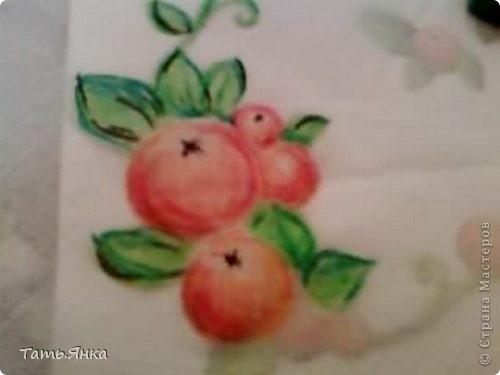 Берем нижний слой от салфетки и кладем его на любой рисунок и начинаем срисовывать.Рисунок просвечивает через салфетку и можно, не имея опыта в рисовании, наводить штрихи маслен.пастелью. фото 2