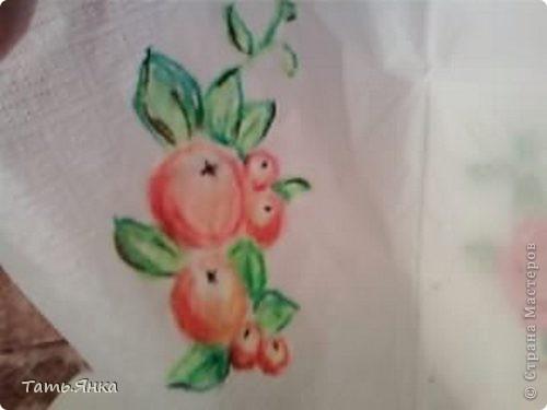 Берем нижний слой от салфетки и кладем его на любой рисунок и начинаем срисовывать.Рисунок просвечивает через салфетку и можно, не имея опыта в рисовании, наводить штрихи маслен.пастелью. фото 4